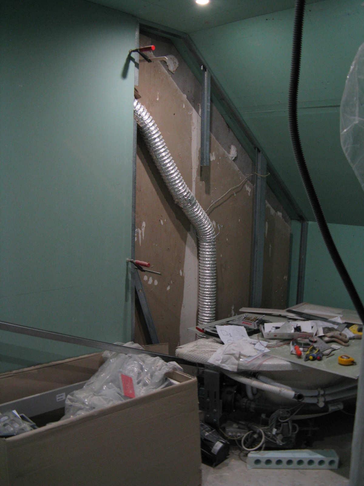 Installation des spots de la salle de bain higsblog for Installation spot salle de bain